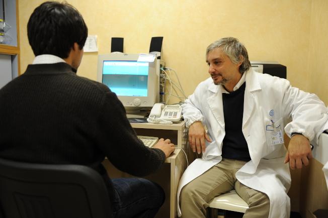 心理醫師聽診時,要讓病患敞開心靈,所以形式非常輕鬆。(Getty Images)