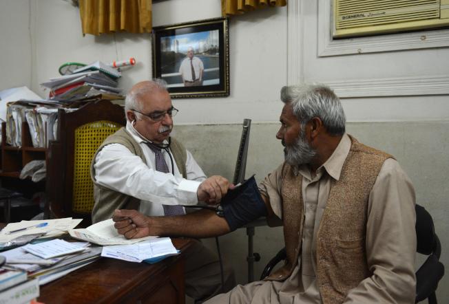 印巴長年軍事對峙,許多巴基斯坦民眾心理蒙上陰影,要看心理醫師。(Getty Images)