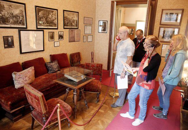 心理醫師診所並沒有想像中可怕,圖為開創現代心理學的佛洛伊德在維也納的會客室。(Getty Images)