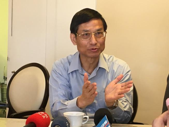 林萬億表示,台灣的照看護理工作薪資明顯提高,鼓勵各年齡層加入此行業。(記者謝雨珊/攝影)