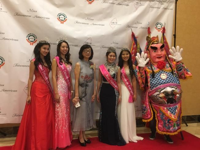 今年選拔出的台美小姐們有現場走秀與表演。(記者謝雨珊/攝影)