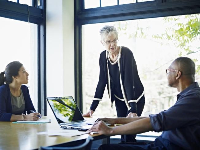 退休後重回職場,你需樂意與不同世代的人共事。(Getty Images)