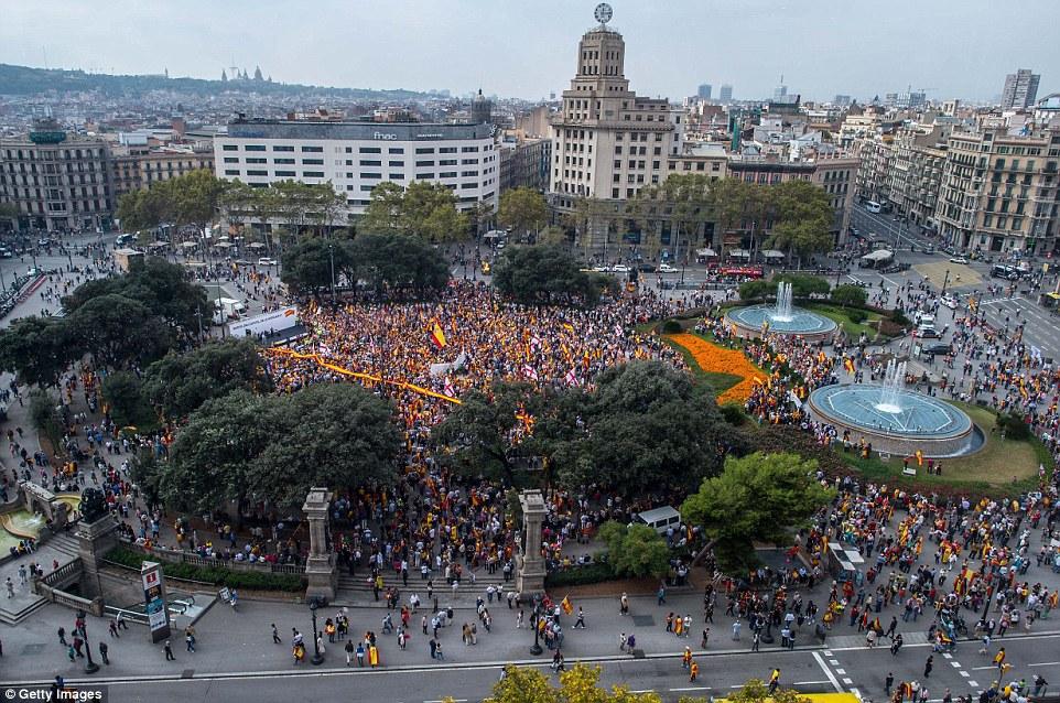 數十萬民眾今天聚集巴塞隆納市中心,支持維持西班牙統一。(Getty Images)