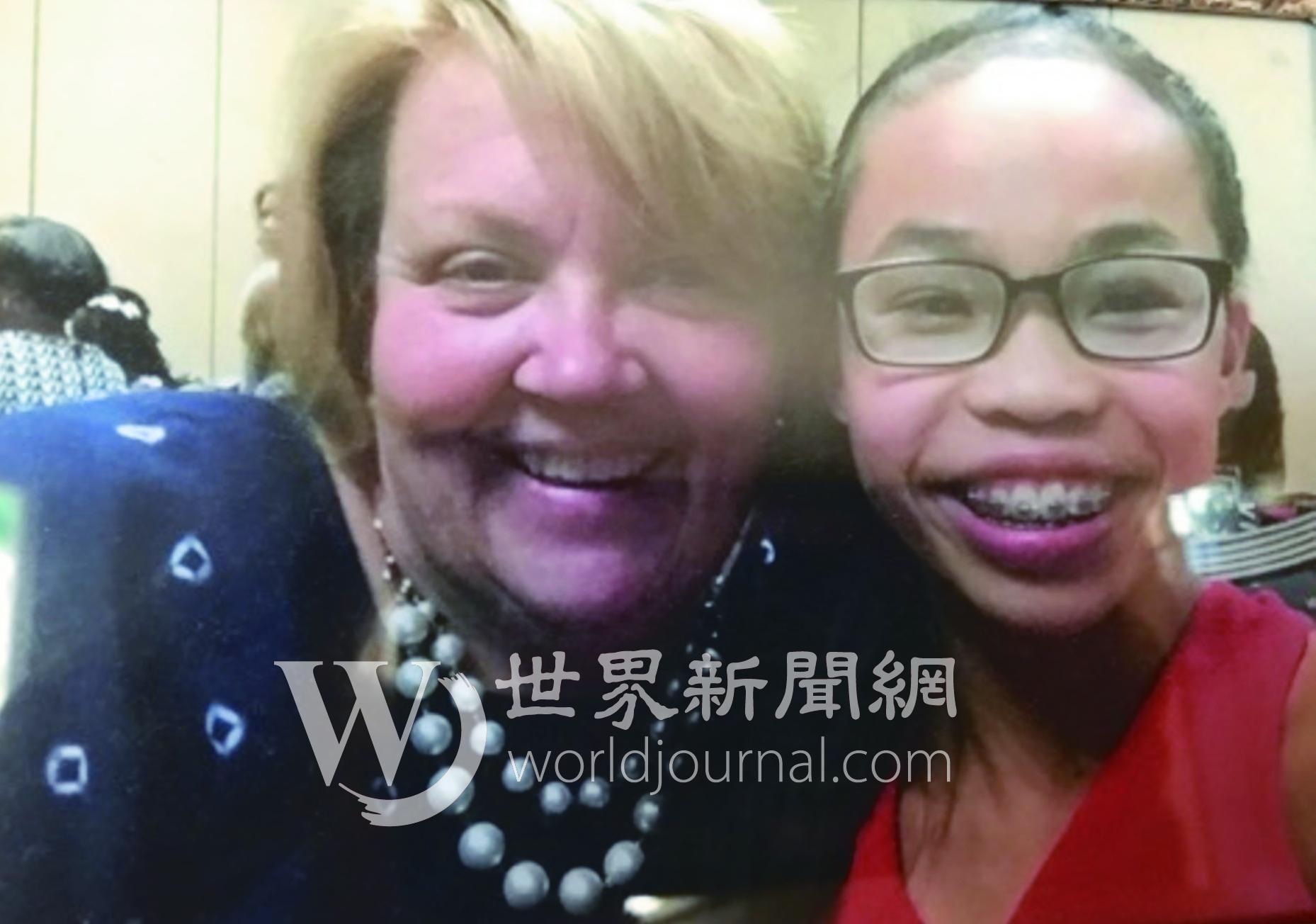 體操新星吳穎思(右)16年前被母親雪莉(右)從中國廣西收養,吳穎思表示她喜歡中國。(雪莉提供)