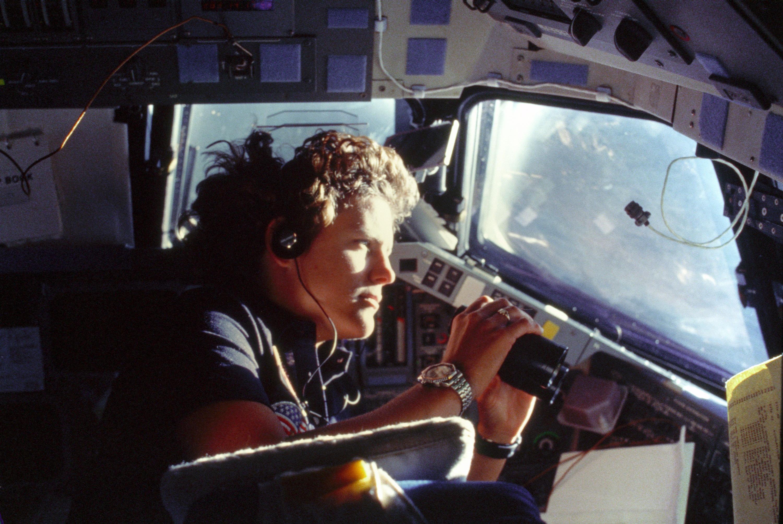 太空人蘇莉文(Kathryn D. Sullivan)執行任務的狀況。圖/取自維基百科