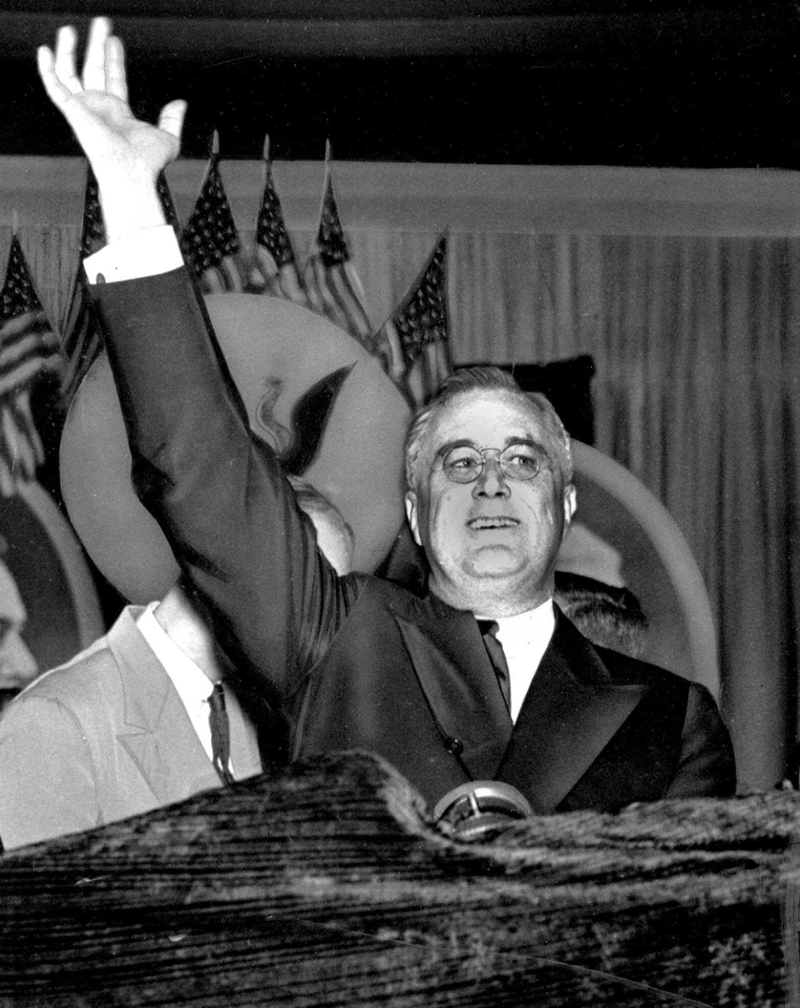 1936年6月23日,羅斯福總統競選連任,在賓州費城民主黨全國代表大會發表演說。(美聯社)
