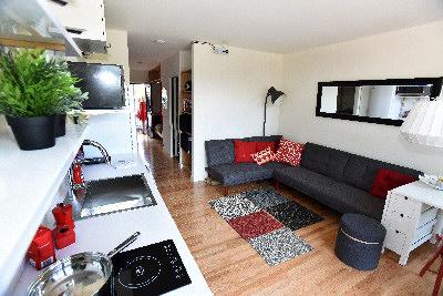 住房太貴,留不住人才,波士頓市府推出麻雀雖小、五臟俱全的小公寓─uHu微形預組屋,吸引年輕人入住,售價4萬至7萬元之間。(取自波士頓市府網站)