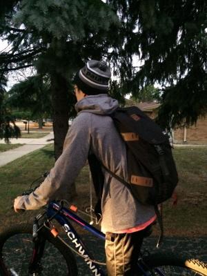 為了節省開銷,多存點錢搬到城裡居住,劉習宇每天騎腳踏車到火車站,再轉乘火車後走路到辦公室。(劉習宇提供)