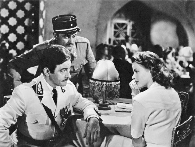 北非諜影電影劇照,圖右為飾演的女主角英格麗褒曼(Ingrid Bergman)。(網路圖片)