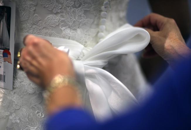 新娘總希望自己在婚禮上成為注目的焦點。(美聯社)