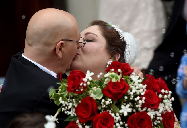 新人的婚禮花費,在美國是越來越貴了。(美聯社)