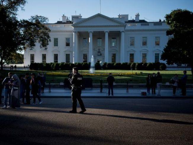 圖為特勤局人員在白宮前值勤。 (Getty Images)