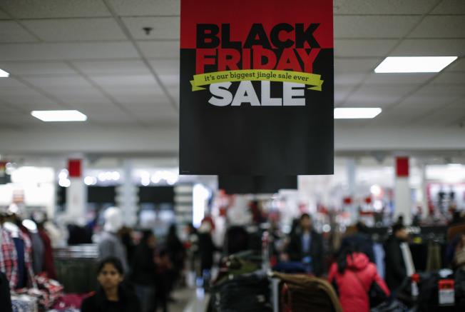 消費者要懂得利用科技手段來比價和選購商品。(Getty Images)
