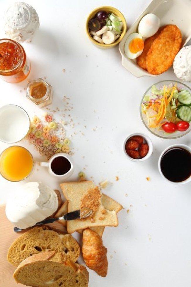 吃早餐一定要吃,而且起床後一個小時是最佳時間。(本報資料照片)