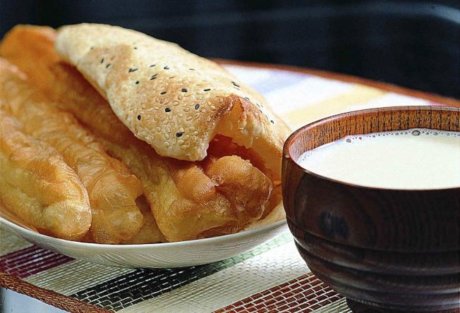 豆漿、油條是常見的中式早餐。(本報資料照片)