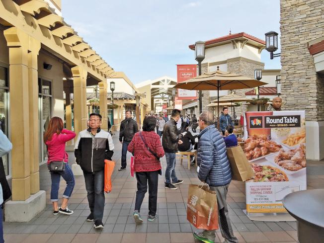 在美國,不僅黑五購物狂歡,中國「雙十一」購物節,也愈來愈流行。(記者劉先進/攝影)