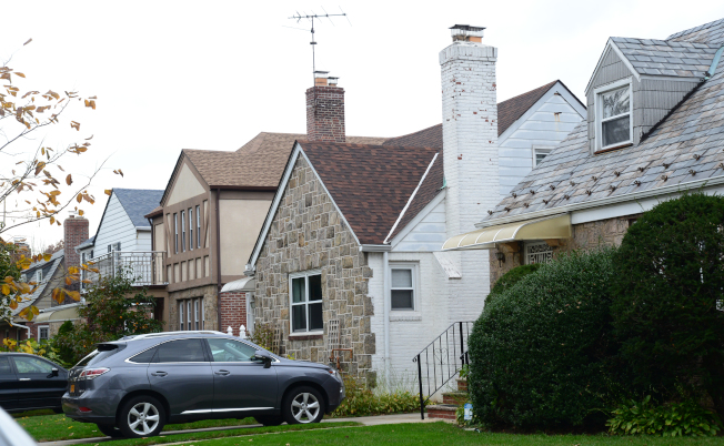 新鮮草原許多具有都鐸式建築風格的獨立屋。 (記者許振輝/攝影)
