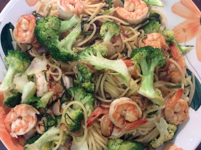 花椰菜蝦撈麵