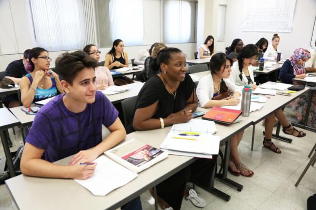美國學生的「外務」太多,課餘做功課的時間不足。