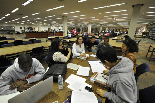 美國的大學生花在圖書館的時間愈來愈少了。(取自網路)