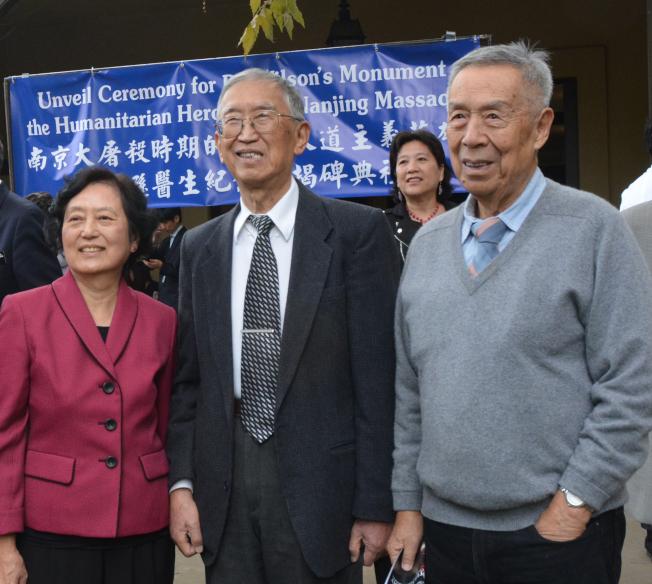 「南京大屠殺」一書作者張純如的父母張紹進(中)、張盈盈(左)和伯父張紹遠,近年來為維護二戰史實到處奔走。(記者楊青/攝影)