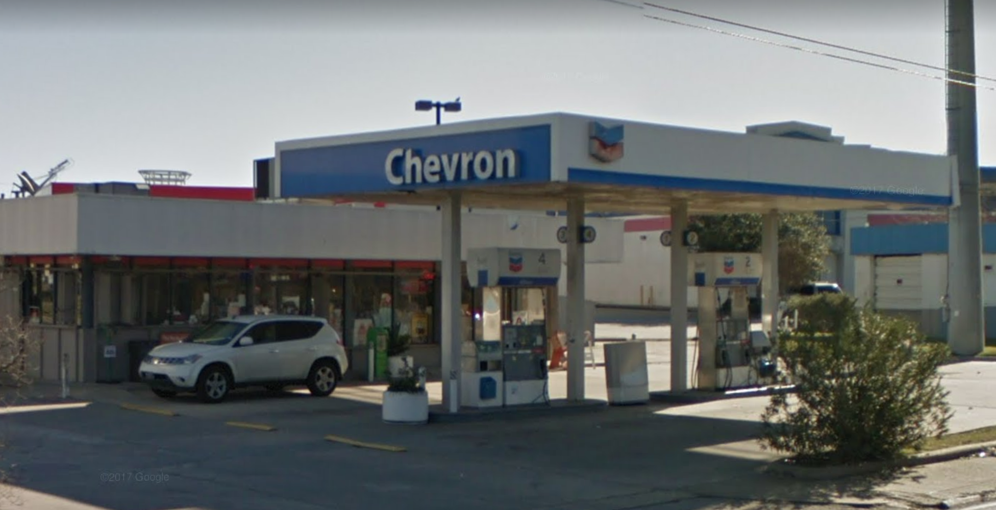 發生槍戰的加油站。(取材自谷歌地圖)