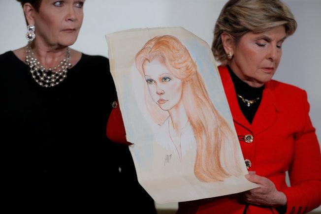 律師拿出尼爾森16歲時畫像。(路透)