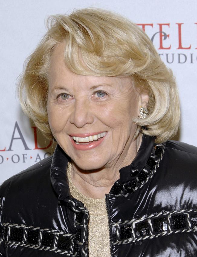 曾爆料川普離婚的紐約著名八卦專欄作家麗茲‧史密斯12日去世,享年94歲。(美聯社)