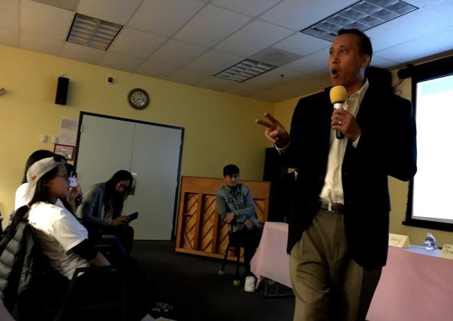 曾任蒙郡中學校長長達八年的班傑明.歐陽分享對抗霸凌之計。(記者陳小青/攝影)