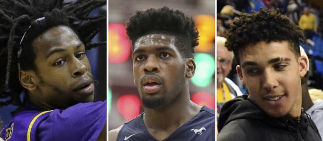 UCLA男子籃球隊三名成員里安傑拉‧鮑爾(右)、萊利(中)和希爾,因在杭州一家精品店涉嫌偷竊,遭當地公安逮捕並移送法辦。(美聯社)