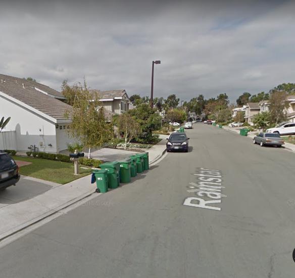 兇殺案發生在爾灣Woodbridge社區Rainstar街100號街區。(谷歌地圖截圖)