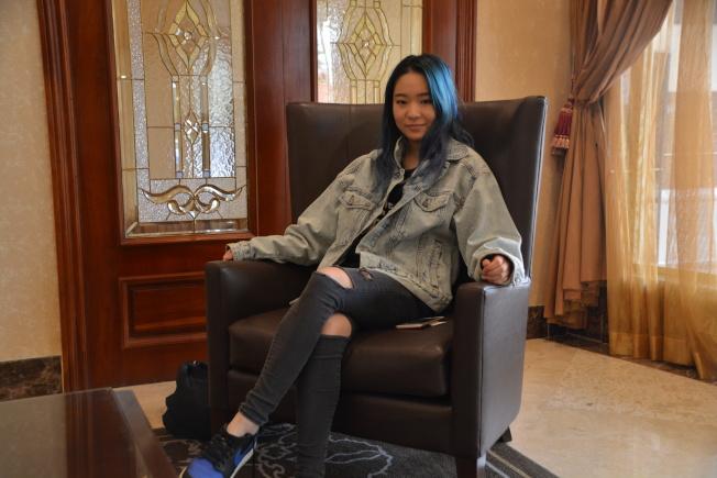 20歲華人女孩曹芃芃(Demie Cao)想成為嘻哈女歌手。(記者張宏/攝影)