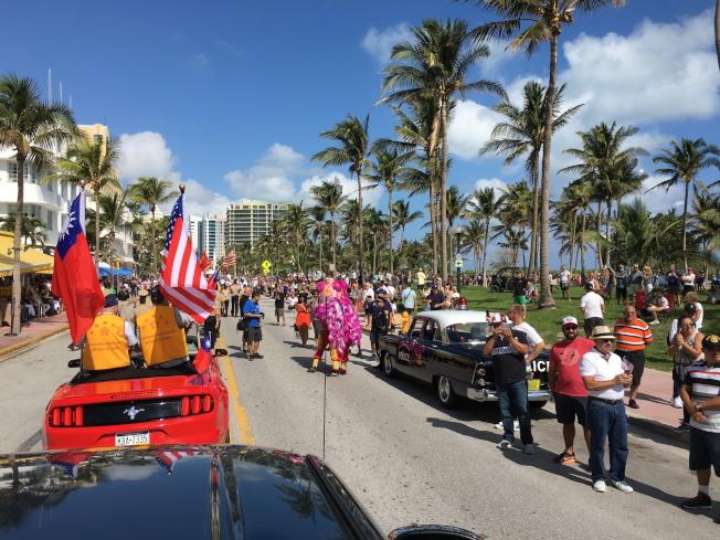參加第9屆2017年邁阿密海灘市退伍軍人節遊行的榮光會遊行隊伍。(徐結武提供)