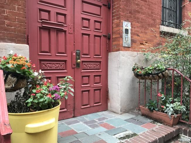 雀兒喜帶有小花園的復古小公寓,給購房者帶來驚喜。(記者俞姝含/攝影)