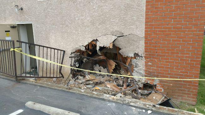 肇事後旅館北面外牆留下一個大窟窿。(經理林先生提供)