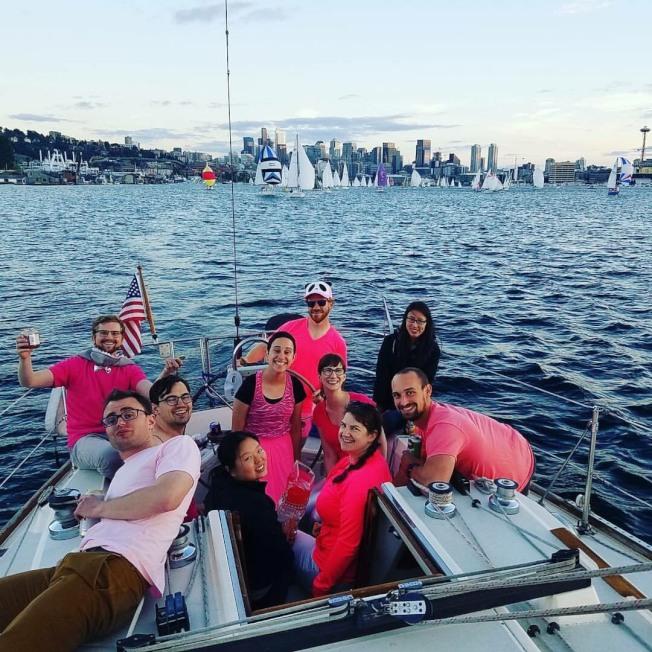好山好水的西雅圖,住在城市的專業年輕人周末喜歡結夥湖上泛舟。(陳茵璇提供)