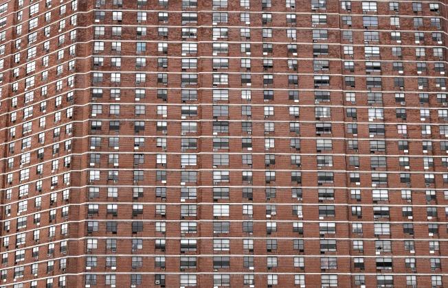 紐約市住房供應緊俏,圖為河濱社區的住宅樓。(Getty Images)