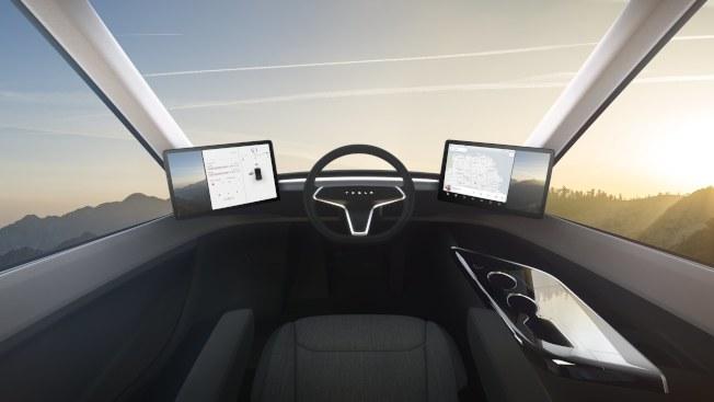 特斯拉的電動貨櫃車,用顯示螢幕取代傳統儀表板。(歐新社)