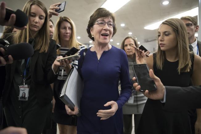 緬因州國會參議員蘇珊.柯林斯19日要求參院版稅改法案進行修改。圖為她日前在國會回答記者問題。(美聯社)