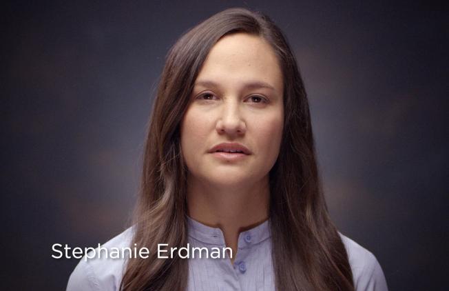 差一點失去右眼的美國空軍軍官史蒂芬尼‧厄德曼,20日在臉書推出影片,協助本田敦促尚未把車送去更換氣囊的車主不要再拖。(美聯社)