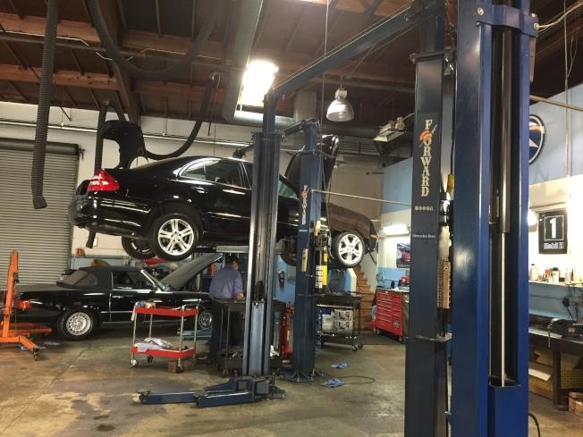 專業技師細心維修您的愛車。