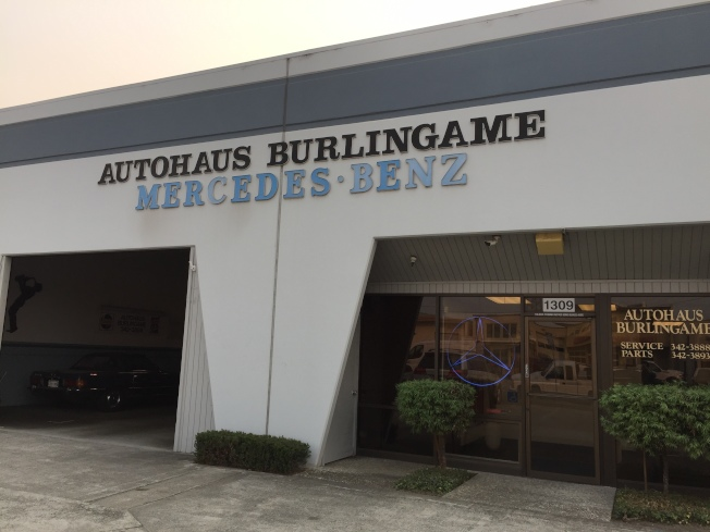 Autohaus Burlingame賓士修車中心門面新穎整潔, 高級服務。