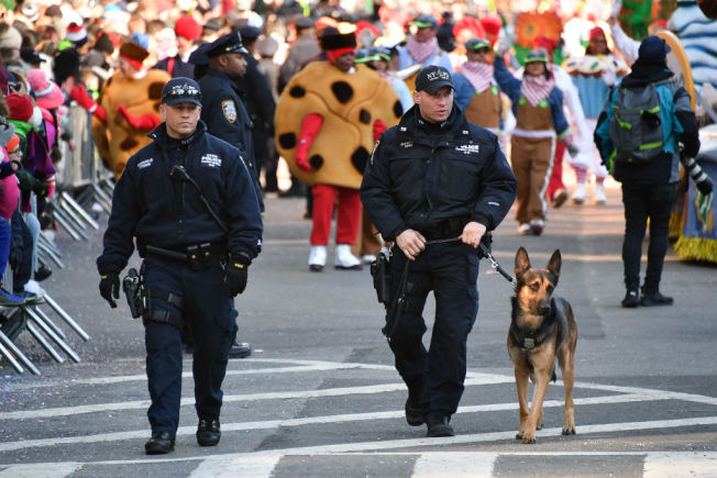 遊行路線上處處都備有最高警力,就是要全力避免恐攻等危險因素。美聯社