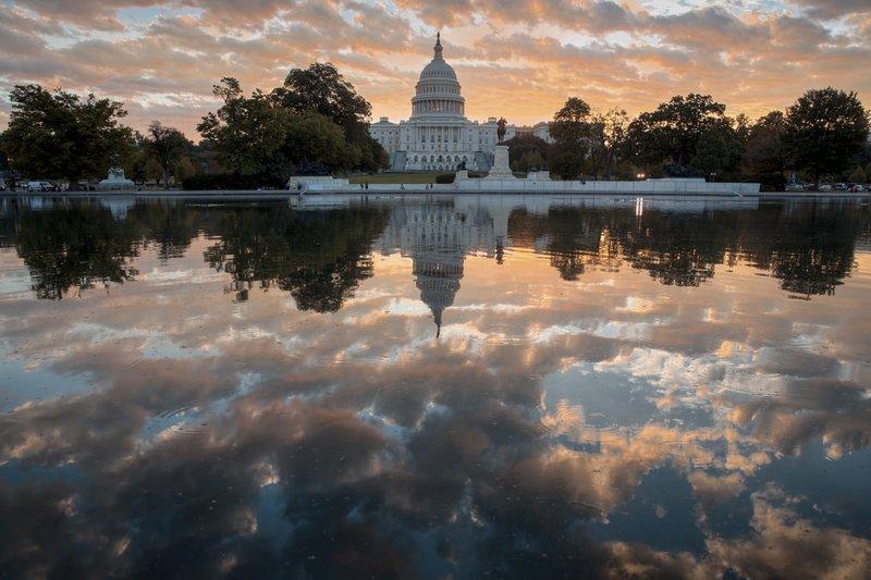 感恩節假期結束,國會復議,首先要面對參院表決稅改方案,還有總預算案等許多重大法案。(美聯社)