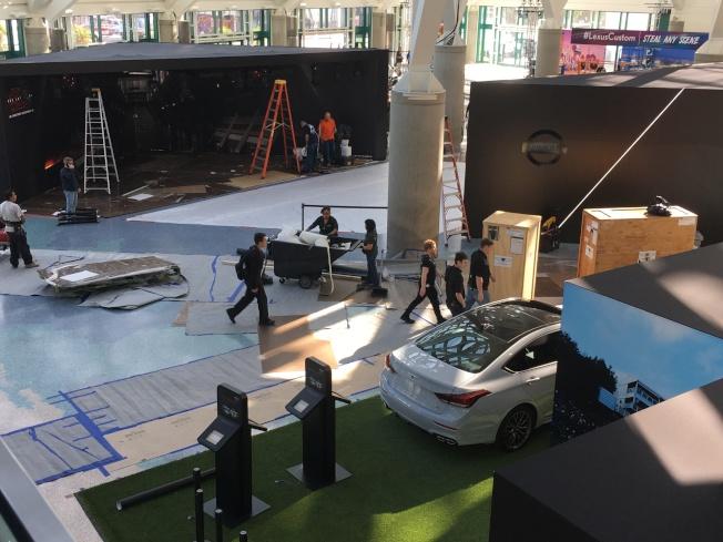 洛杉磯汽車展覽區尚未佈置完畢。(記者謝雨珊/攝影)