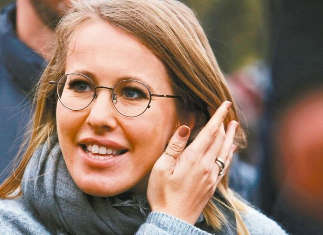 蘇布查克本月18日宣布競選俄國總統,圖為她11日現身聖彼得堡一場支持教育與科技集會畫面。 路透