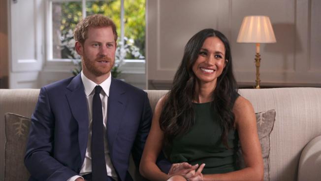 英國哈利王子(左)和未婚妻梅根馬克爾(右)27日晚間首度聯袂受訪,暢談生活點滴和求婚過程。兩人預定明年5月完婚。(美聯社)