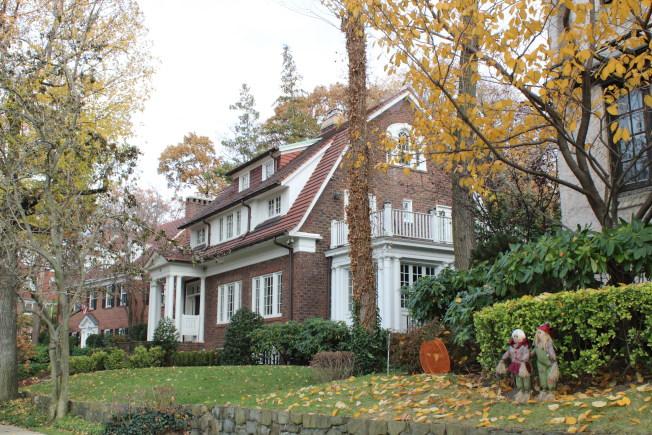 森林小丘花園的住宅各具特色。(記者劉大琪/攝影)