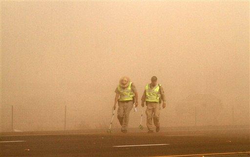 救難人員當時在沙塵暴中也花了很多時間才找到傷患位置。(美聯社)