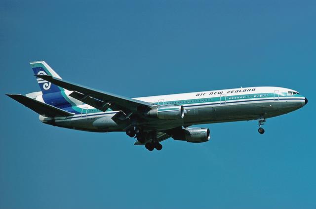 失事客機是一架機身編號為ZK-NZP的麥克唐納-道格拉斯公司DC-10型客機。圖取自維基百科